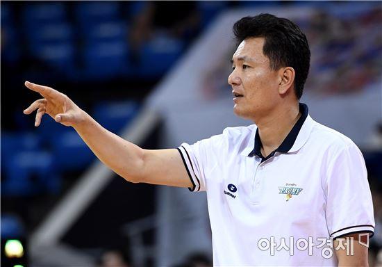 [포토]선수들 독려하는 김영만 감독