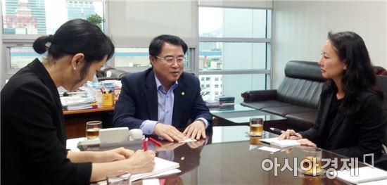 최경환 의원, 주한미대사관 일등서기관과 사드문제 논의