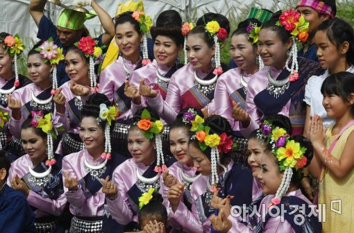 [포토]태국 무용수들의 한국식 기념사진