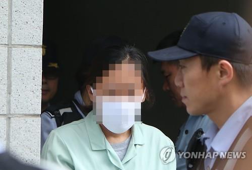 선고를 받고 나오는 집주인 이 모씨/사진=연합뉴스
