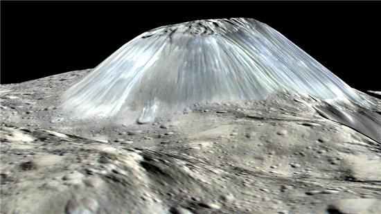▲5km 높이의 아후나 산은 '얼음화산'이었던 것으로 분석됐다.[사진제공=NASA]