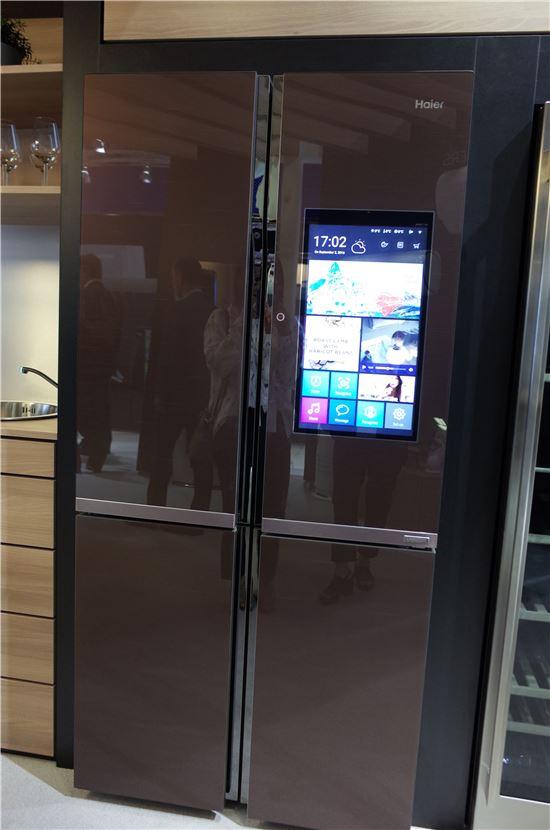하이얼 역시 LCD를 문에 부착한 냉장고를 IFA에서 선보였다.