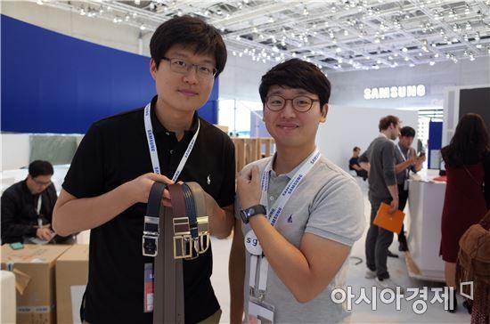 ▲'IFA 2016'에 참석한 WELT의 강성지 대표(좌)와 최현철 이놈들연구소 대표(우).