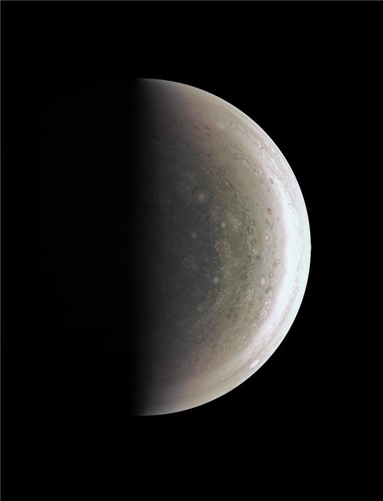 ▲주노 탐사선이 목성의 남극 사진을 전송해 왔다.[사진제공=NASA]