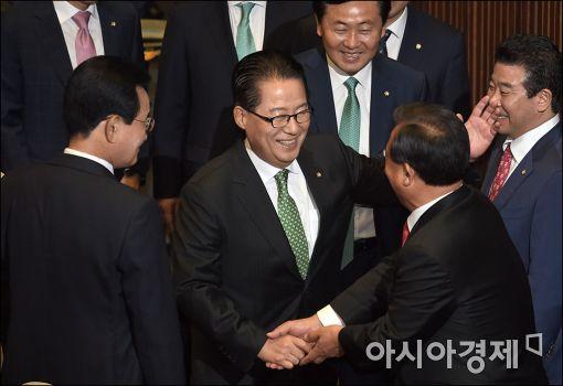 [3당 대표 靑회동]박지원, 20개 의제 제시…朴대통령, 안보협의체 거부