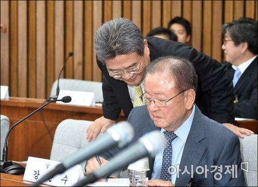 [포토]청문회장에서 만난 강만수·민유성