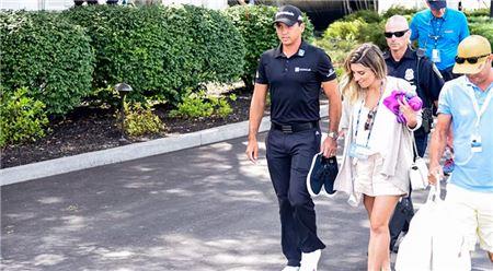 제이슨 데이가 BMW챔피언십 최종일 9번홀에서 기권한 뒤 골프장을 빠져나가고 있다. 사진=PGA투어 홈페이지