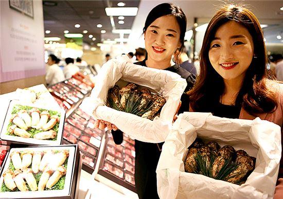 """[포토]""""올해 첫 수확한 자연송이 판매합니다"""""""
