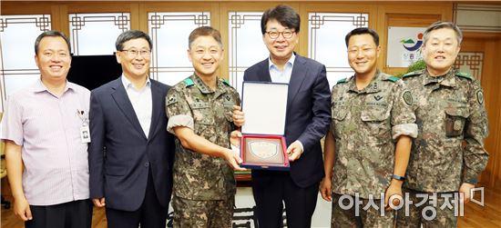 김성 장흥군수, 제31보병사단으로부터 감사패 수상