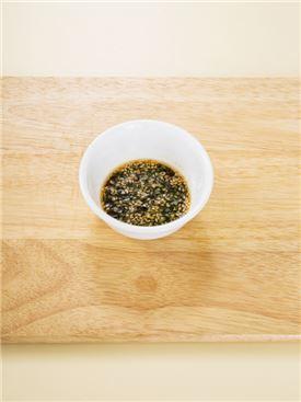 4.양념간장 재료를 만들어 곁들인다.