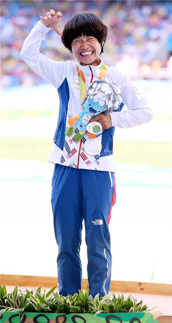 [포토]전민재, '기적같은 패럴림픽 두 대회 연속 은메달'