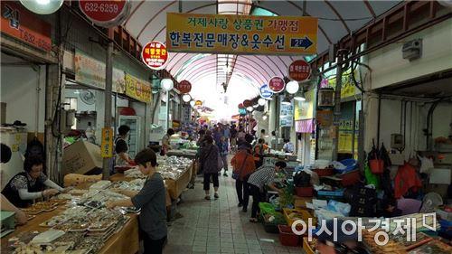 ▲추석 연휴, 경남 거제 고현시장의 모습.