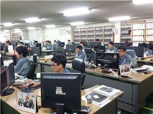 인쇄회로기판 제조 기업 이오에스 직원들은 이번 주말 정상근무한다. 사진제공=이오에스