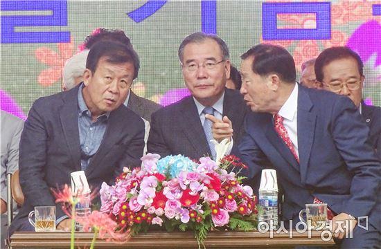 [포토]더민주 원혜영(경기 부천시)의원,  함평군  꽃무릇 큰잔치 참석