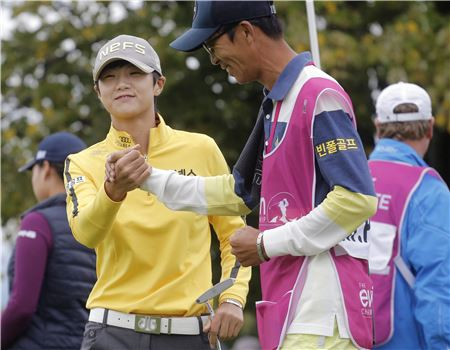 박성현이 '상금랭킹 40위 이내'라는 조건으로 LPGA투어 직행 티켓을 따냈다.