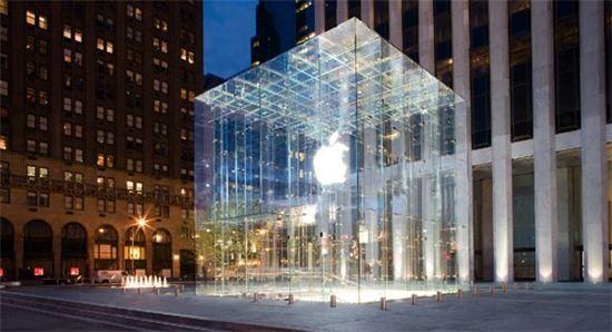 애플, 혁신적 AR·VR 서비스 1-2년내 선봬…자율주행차서도 이용
