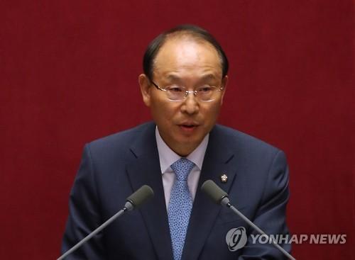 최운열 더불어민주당 의원이 22일 경제분야 대정부질문을 하고 있다. / 연합뉴스