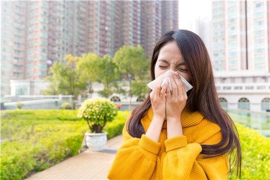 ▲환절기에 감기환자가 급증하는 것으로 나타났다.[사진제공=양지병원]