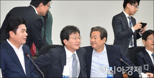 [포토]회의 참석한 김무성·유승민
