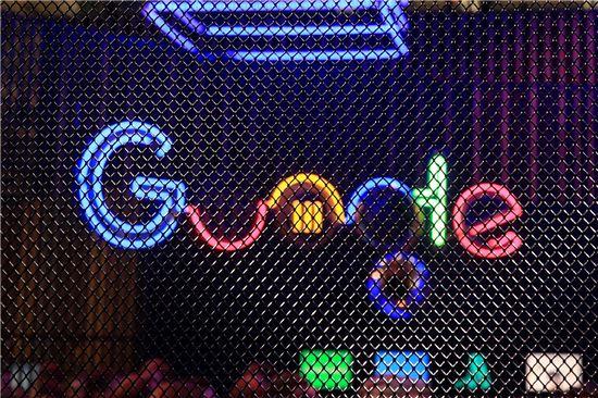 """구글, 개인정보정책 '선' 넘었다…""""개인식별정보와 광고 결합 가능"""""""