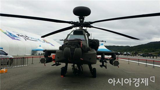 올해 기념식에는 우리 군이 올해 도입한 세계 최강의 공격헬기 '아파치 가디언'(AH-64E)이 축하비행에 나선다.