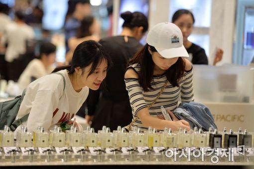 [포토]요우커에게 인기 좋은 한국 화장품