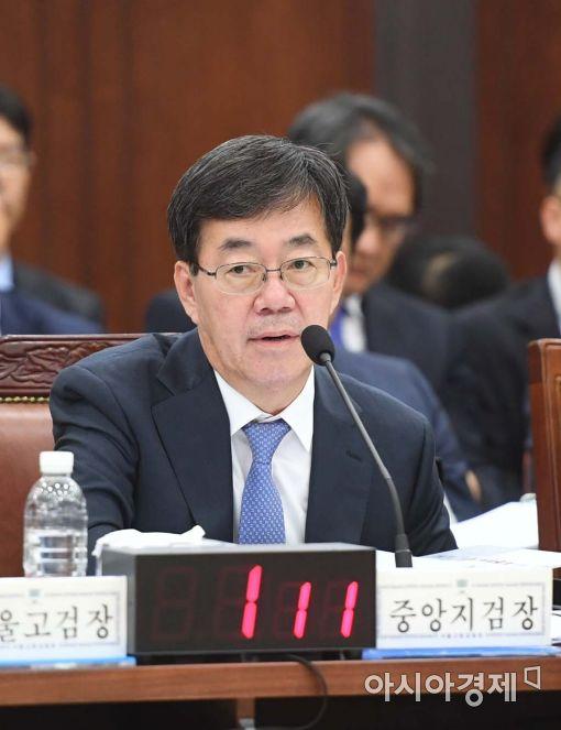 [포토]답변하는 이영렬 서울중앙지검장