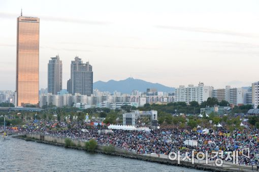 [포토]불꽃축제 기다리는 시민들