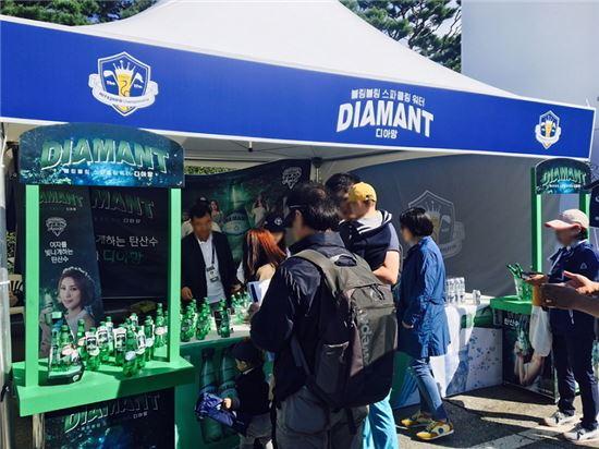 하이트진로음료, 탄산수 '디아망' 골프장 시음회 성황리 종료