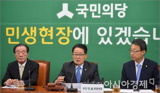 [포토]발언하는 박지원 비대위원장