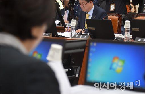 [포토]성희롱 논란 한선교 의원, 국정감사 불출석