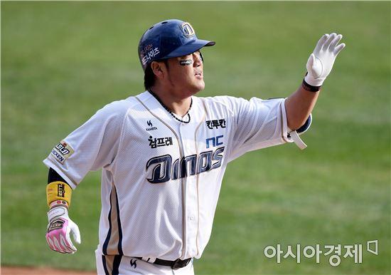 [포토]박석민, '선제 투런포 환희'