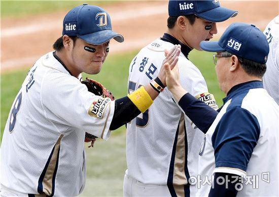 [포토]박석민 '감독님, 저 예쁘죠?'
