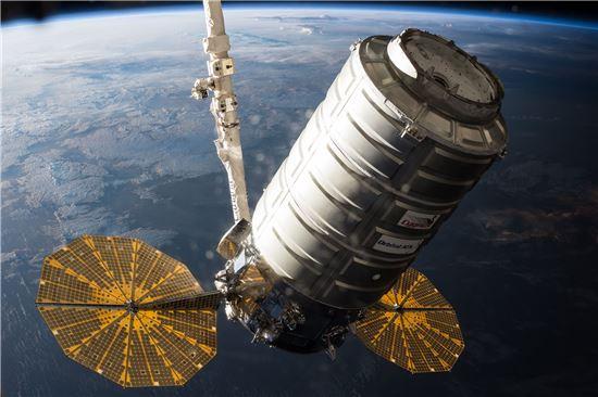 ▲시그너스 호가 국제우주정거장에 도착한다.[사진제공=NASA]