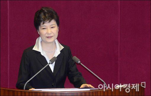 [포토]굳게 입다문 박근혜 대통령