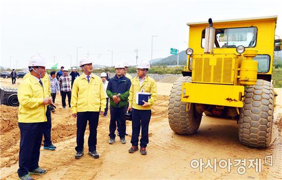 박우정 고창군수, 농기계 임대사업장 조성현장 방문