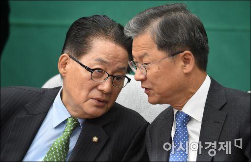 [포토]의견 나누는 박지원·천정배