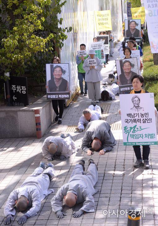 [포토]'부검 반대 오체투지 행진'