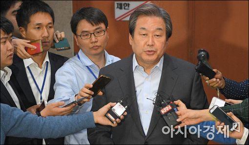 [포토]김무성, 박 대통령 개헌안 관련 기자회견