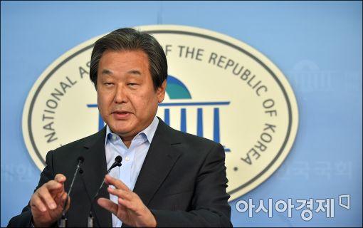 [포토]김무성, 개헌 관련 긴급 기자회견
