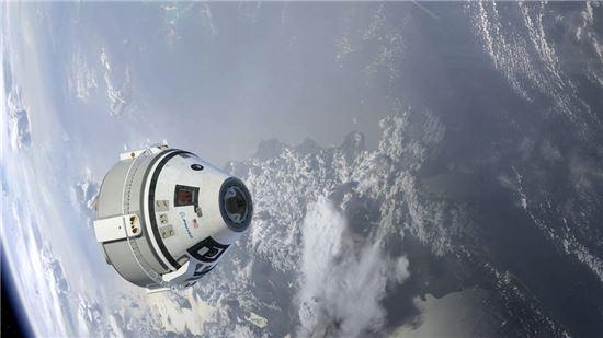 ▲스타라이너가 지구를 공전하고 있는 모습을 상상한 이미지.[사진제공=Boeing]