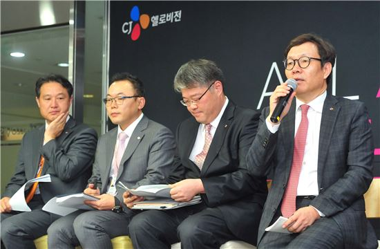 변동식 CJ헬로비전 공동대표가 25일 서울 상암동 본사에서 열린 미디어데이 행사에서 질문에 답하고 있다.(사진=CJ헬로비전)