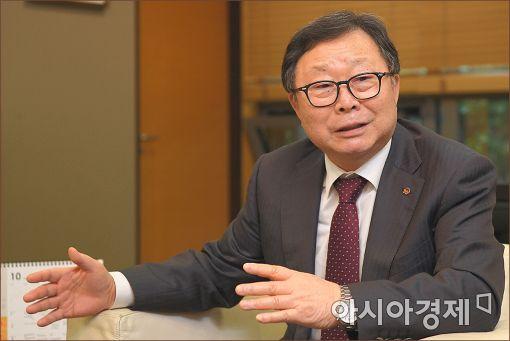 도상철 NS홈쇼핑 대표가 지난달 25일 아시아경제와 인터뷰에서 창립15주년을 맞아 온오프라인을 아우르는 종합식품회사로 거듭나겠다는 포부를 밝히고 있다.