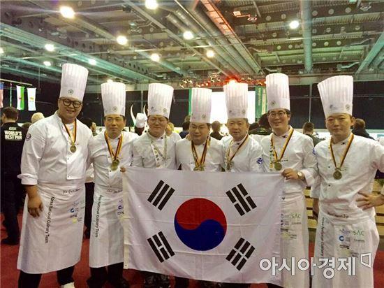 왼쪽부터 유건희,최보식,이경수,문환식,조우현,전상경,김동기 셰프.