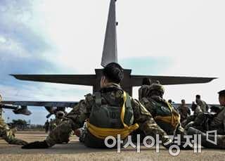 한미양국군은 최근 '티크 나이프'(Teak Knife)라는 이름의 훈련을 통해 미 공군 353 특수작전단이 최근 군산기지에서 우리 육군 특전사 1개 여단 병력과 연합훈련도 한 것으로 알려졌다.