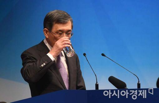 [포토]속 타는 권오현 삼성전자 부회장