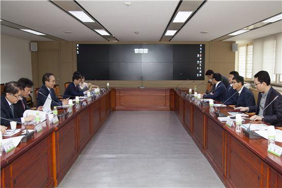 경제혁신 국민점검반은 27일 서울 프레스센터에서 공공개혁과제의 추진성과 점검회의를 개최했다.