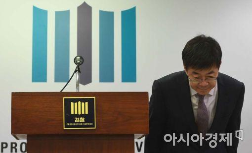 [포토]인사하는 이영렬 서울중앙지검장