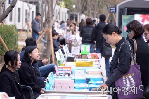 [포토]전국 최초 책 테마거리, 경의선 책거리 개장
