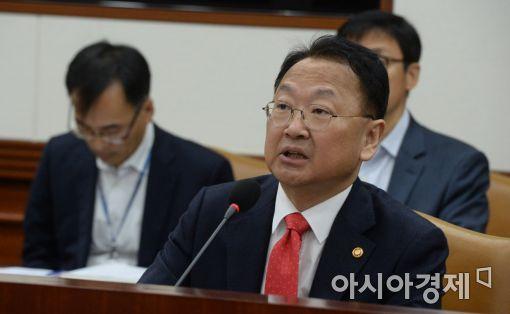 """유일호 """"소위 '최순실 예산' 각 부처서 취합…국회 제출할 것"""""""